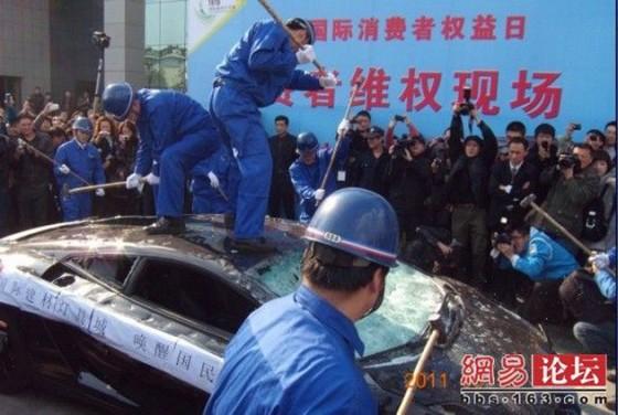 Angry Chinese lamborghini gallardo owner destroys car