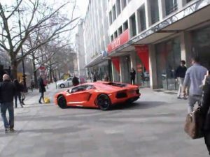Lamborghini-Aventador-Live-Video