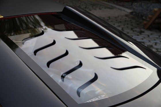 Vented engine glass cover on Audi R8