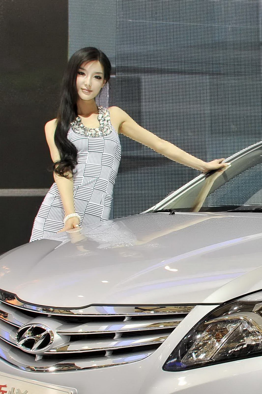 The Hot Girls Of The Shanghai Auto Show